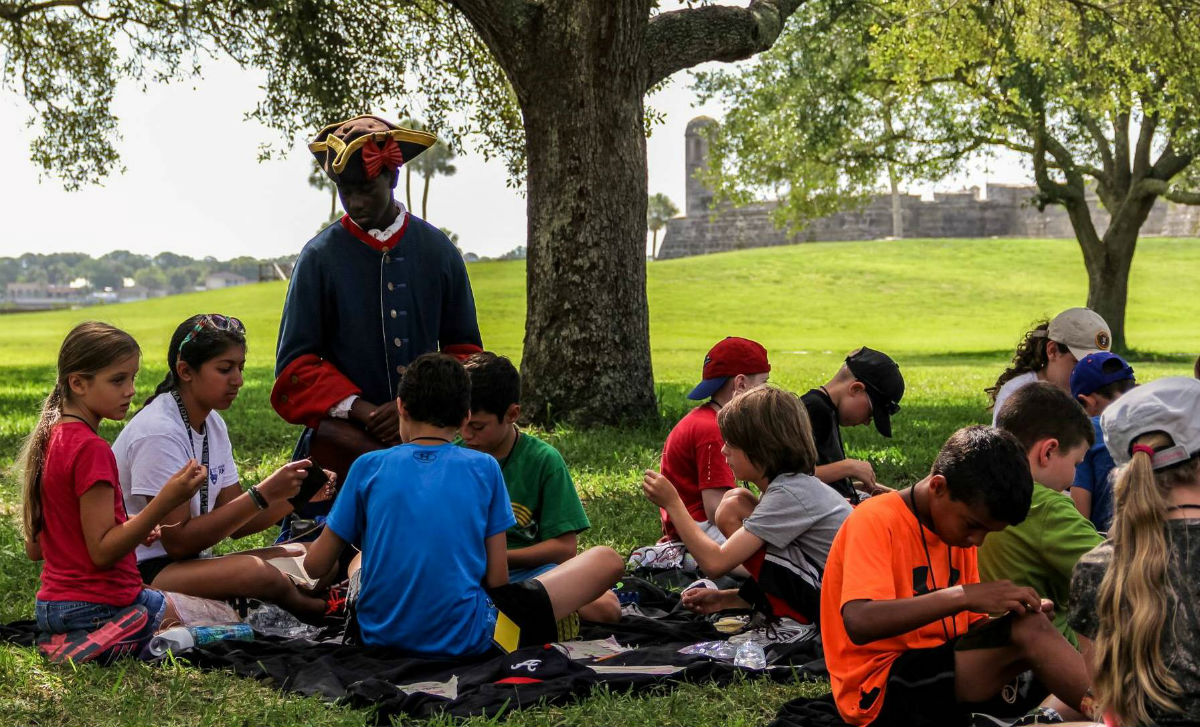 Kids learning at Castillo de San Marcos.