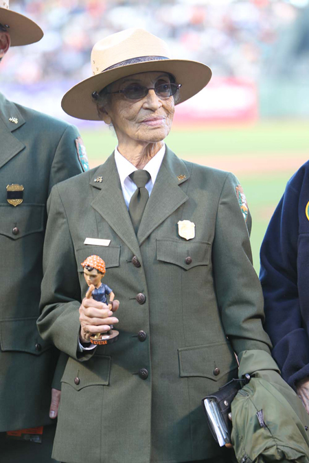 Betty Reid Soskin in her NPS uniform at an event honoring Rosie the Riveters.