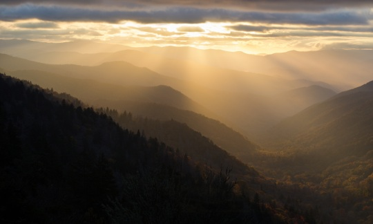 Sun shining down over rolling mountains in Great Smoky Mountains National Park