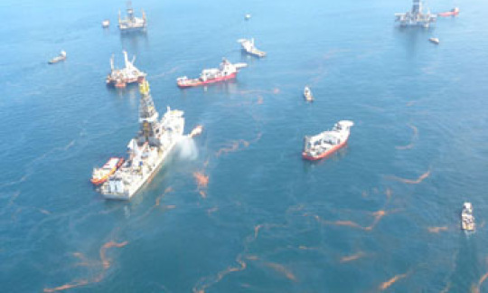 Overhead view of response ships in the Gulf of Mexico
