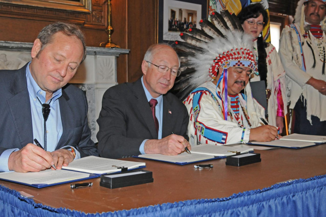 Montana Governor Brian Schweitzer, Secretary Salazar and Crow Tribe Apsáalooke Nation Chairman Cedric Black Eagle sign a Crow Tribe-Montana Water Rights Compact.