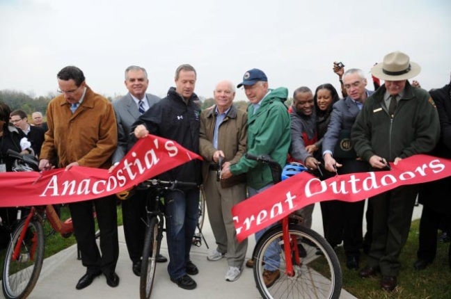 Officials from the District of Columbia, Maryland, and key U.S. federal agencies at the Anacostia River Trailfront Park