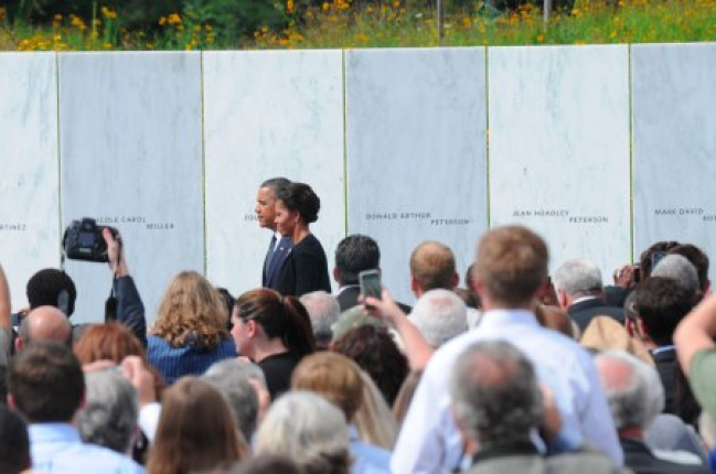 President and Mrs. Obama lay a wreath at the Flight 93 National Memorial