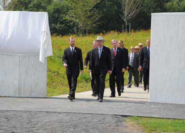 Secretary Salazar walks through Flight 93 National Memorial