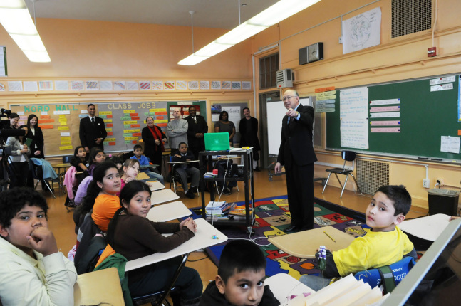 Secretary Salazar and the fourth grade class at Parkview Elementary school in Washington, D.C.